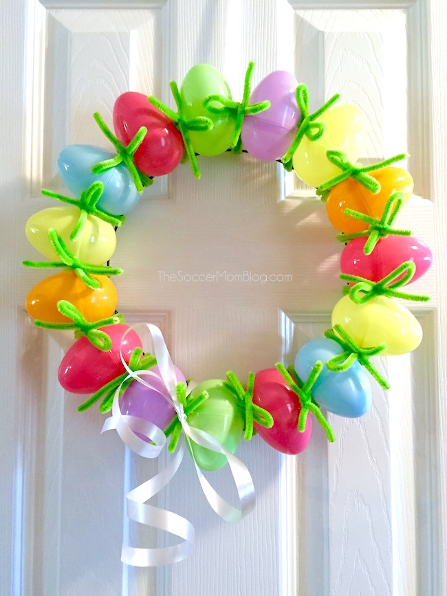 easy DIY plastic Easter egg wreath on front door