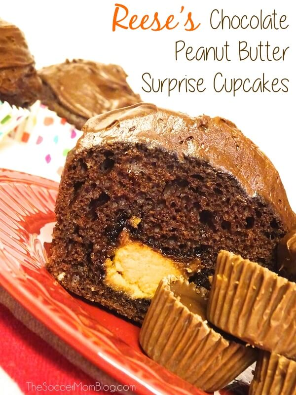 Chocolate + peanut butter = the perfect combination! These Reese's surprise cupcakes are super easy and even more delicious!