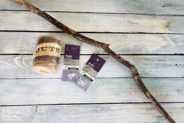 Bring timeless bohemian style into your home with this easy to make Boho Jewelry Holder. A simple DIY craft that incorporates natural materials.