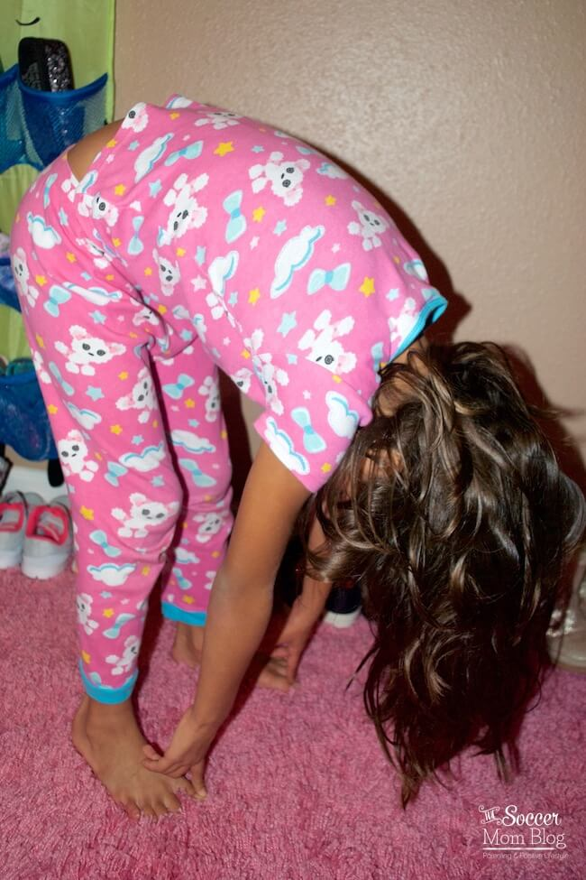 Help your kids wake up happier and feel more alert and focused for school with this 5-minute morning yoga routine. Easy step-by-step exercises!