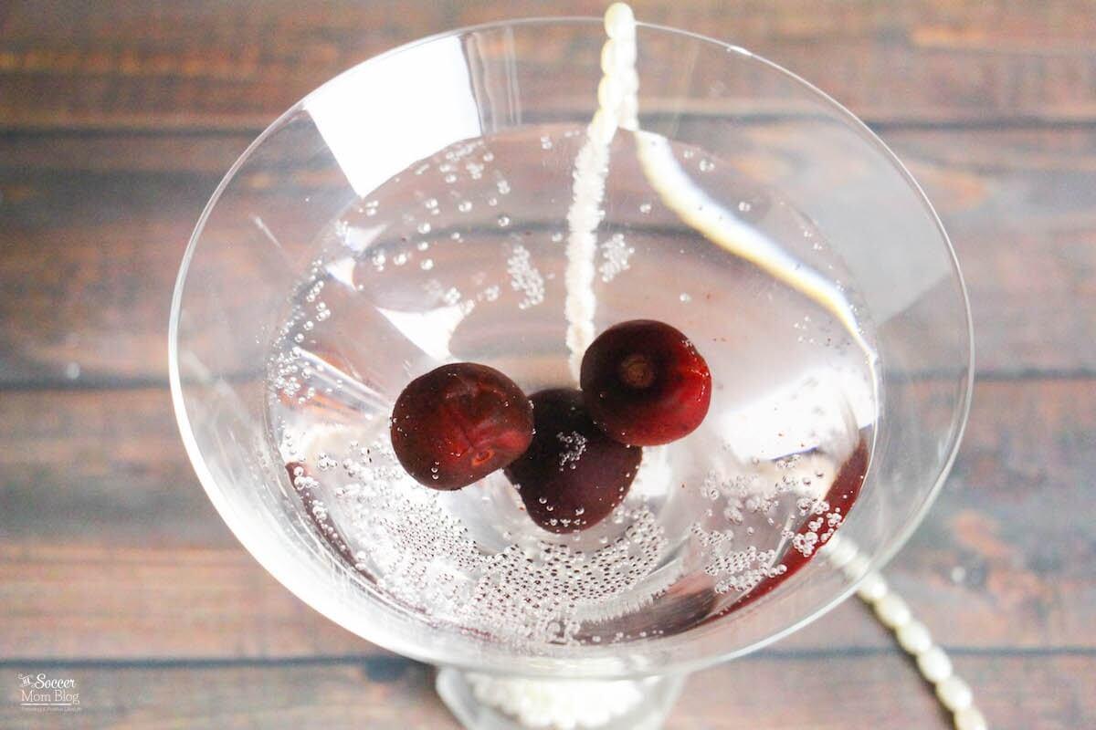 Cherry Cocktail Recipe: Sparkling Black Cherry Cocktail