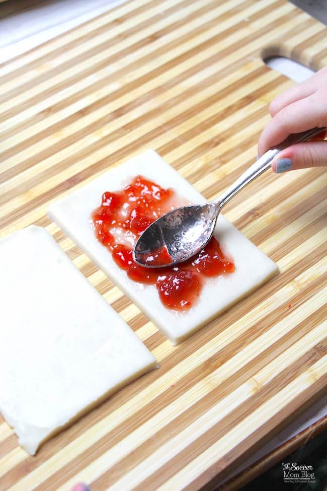 Spreading filling inside a pop tart