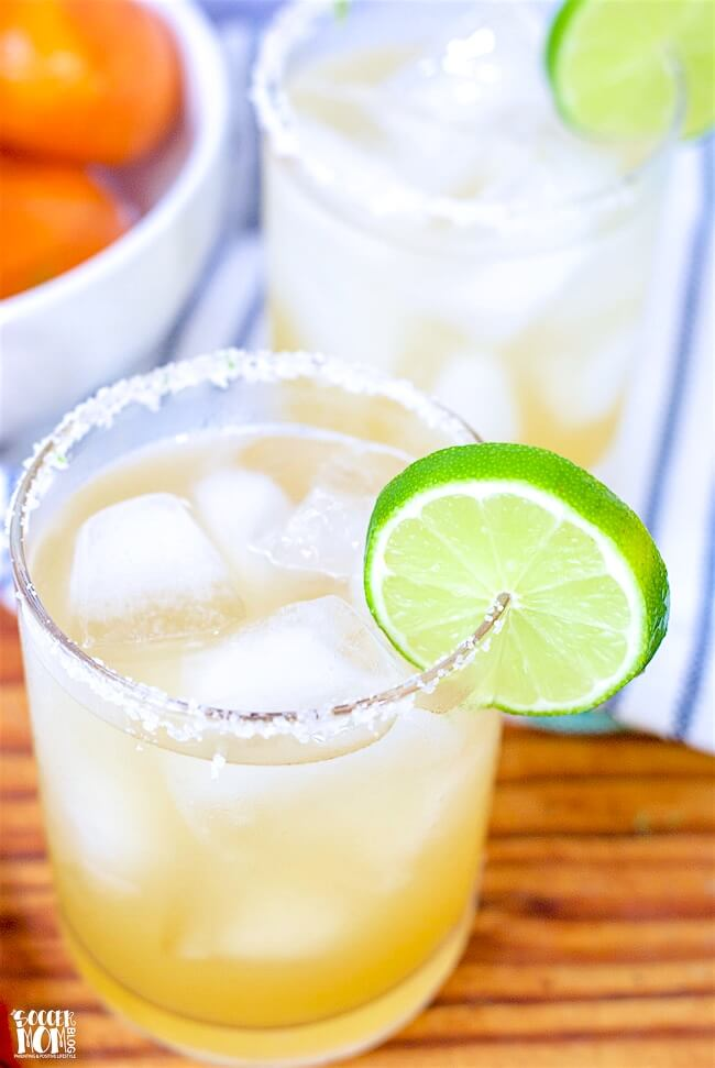 Forget powders and mixes — once you taste this fresh-squeezed skinny margarita recipe, you'll never go back!!