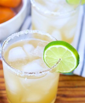 Fresh Squeezed Skinny Margarita Recipe (VIDEO)