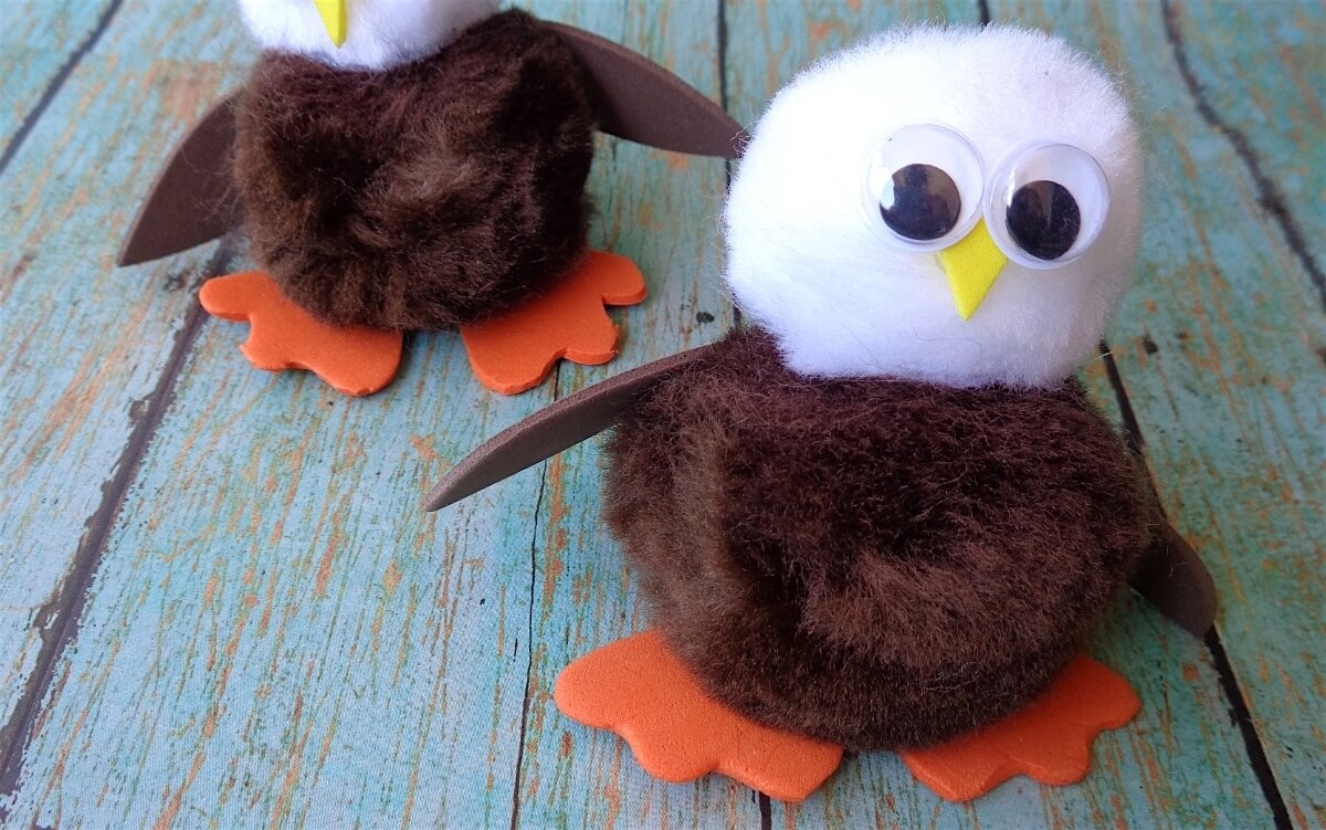 Pom pom bald eagle craft for kids the soccer mom blog for Cute pom pom crafts
