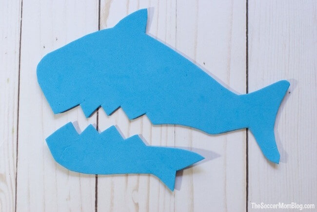 Get ready for Shark Week with this Chompin' Shark Puppet! An easy (and safe) foam craft for kids. Real chomping action for tons of fun!