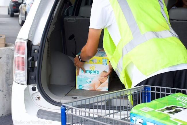 Drive-through grocery shopping isn't just a dream anymore with Club Pickup from Sam's Club! How to use this free service to make your life SO much easier.