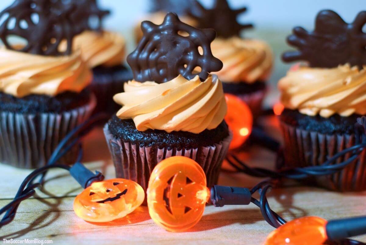 These easy chocolate spiderweb Halloween cupcake toppers will help you create a wow-worthy holiday dessert in record time!