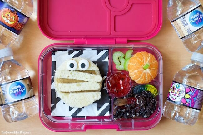A spooky Halloween bento lunch that kids will love to eat (and you can feel good about serving). Protein, fruits, and veggies and so much fun!