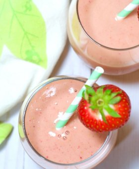 "Strawberry ""Superfood"" Collagen Smoothie"