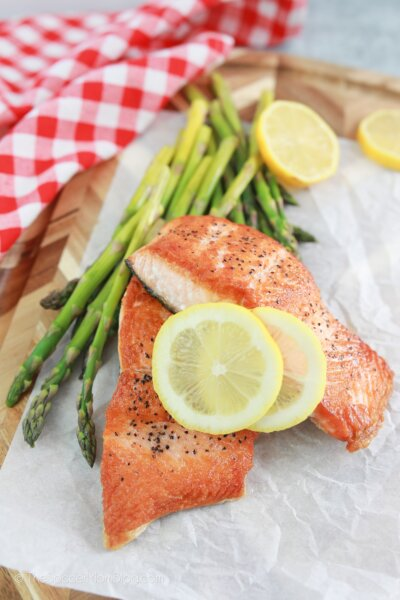 salmon filets with asparagus and lemon