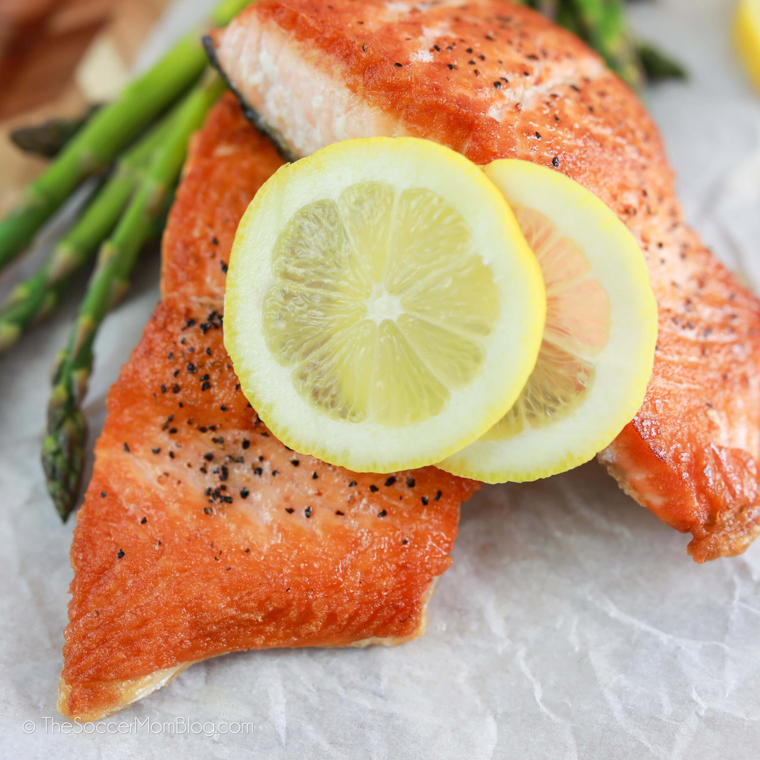 perfectly cooked salmon filets with lemon wheels