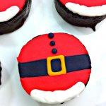 Even the Grinch would agree that these Mini Santa Belly Cakes are the cutest Christmas treat ever!! An easy decorated holiday party dessert.
