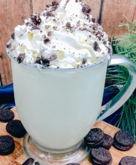 White Hot Chocolate (Made with Oreo Creme)