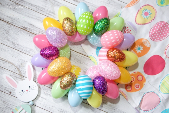 A quick & easy Easter Egg Wreath that anyone can make! Add a festive touch to your front doors in minutes with two different versions of this Easter craft.