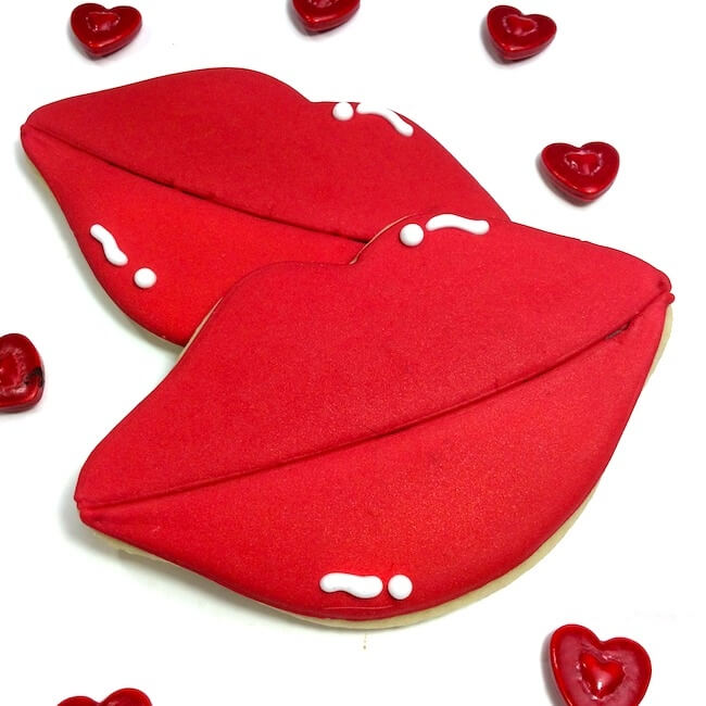 These lip-shaped decorated Valentines cookies are a break from the usual heart-shaped everything! Super cute and perfect to make for your sweetie!