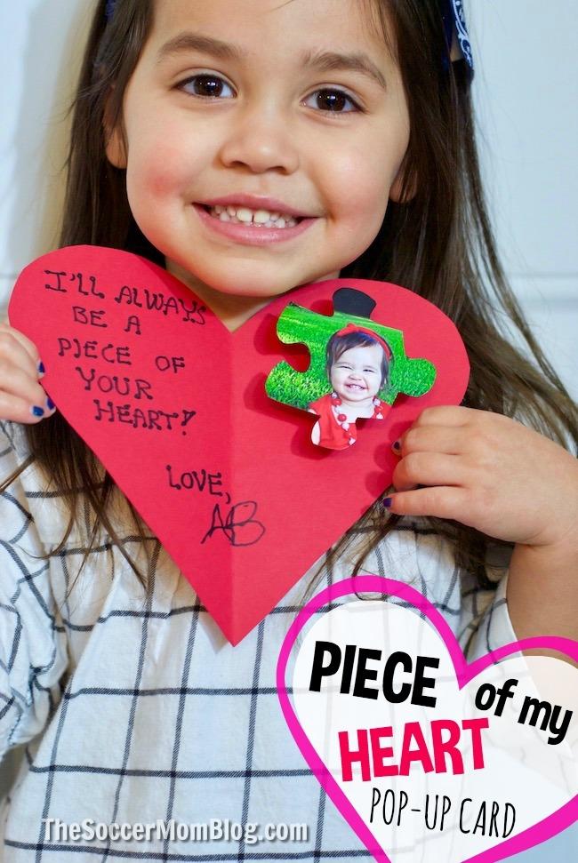 Enfants - ils auront toujours un morceau de votre cœur! Apprenez à faire de cet adorable morceau de puzzle un artisanat de cartes pour la Saint-Valentin que les proches chériront toujours!