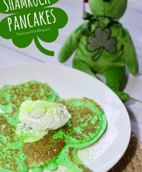 Shamrock Pancakes for St. Patrick's Day (VIDEO)