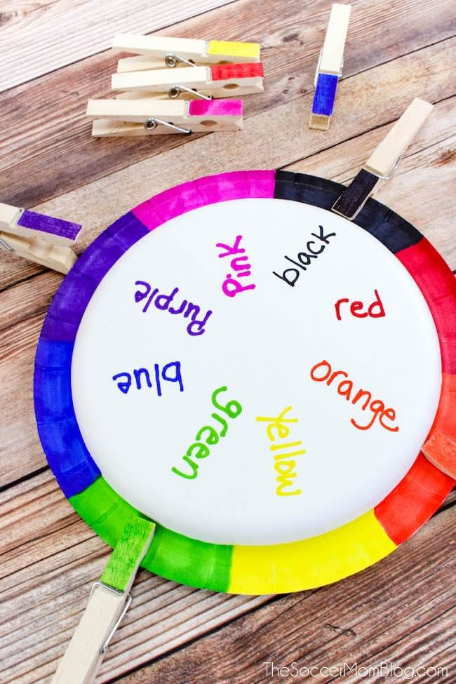 This DIY color matching game for toddlers is a clever way to practice color recognition. This educational craft is super easy and kids can help make it with 3 simple household supplies. Helpful way to teach preschoolers their color words.