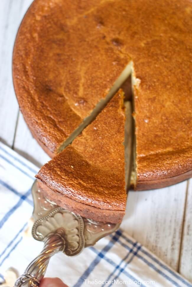 Slicing cashew cheesecake - view from above