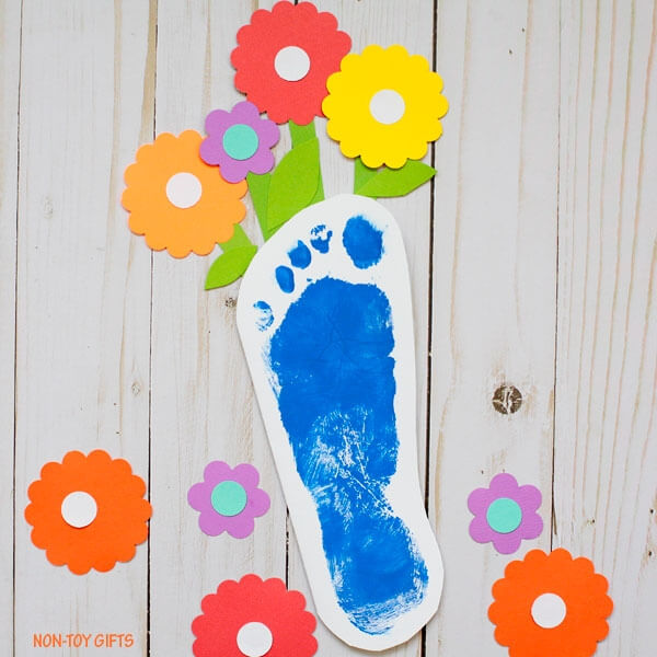 kids footprint Mother's Day card idea