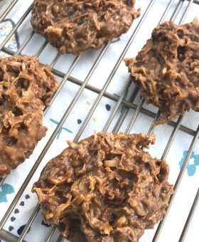 Keto No Bake Cookies – Easy Low Carb Chocolate & Peanut Butter Cookies