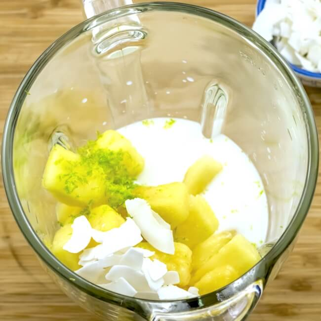 How to make a paleo pineapple smoothie in blender