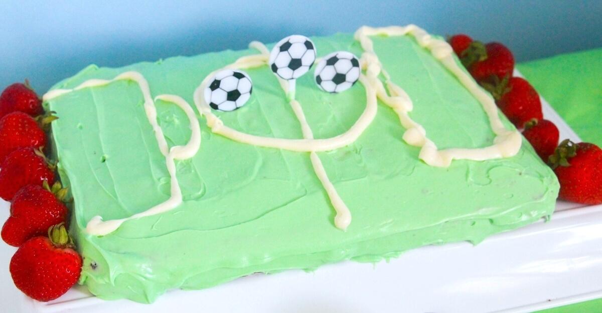 Terrific Easy Soccer Birthday Cake The Soccer Mom Blog Personalised Birthday Cards Paralily Jamesorg