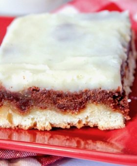 Frosted Cinnamon Roll Cake