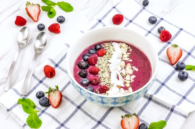 A vibrant blend of three berries and protein-rich ingredients, this Triple Berry Smoothie Bowl is a nutritional powerhouse!