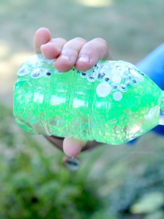 This Monster Eyes Sensory Bottle is a sparkly and spooky Halloween kids craft and calm-down tool.
