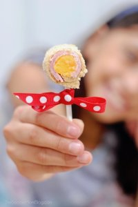 """Sandwich lollipops put a special spin on the """"usual"""" school lunch!"""