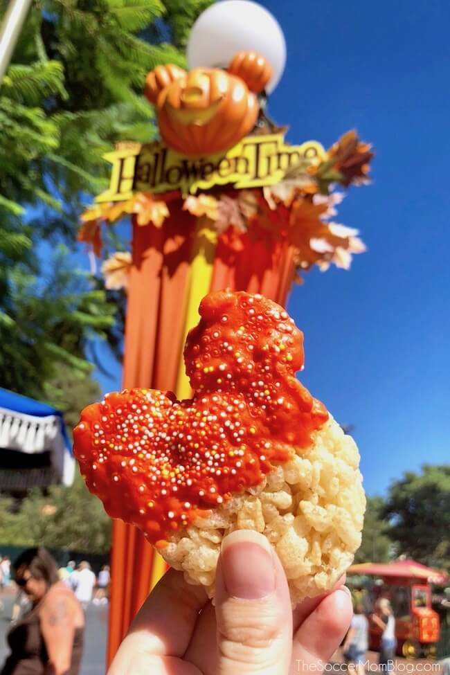 We tasted our way through the 2018 Disneyland HalloweenTime food offerings! Check out our photos of these limited time treats & see our must-try items!