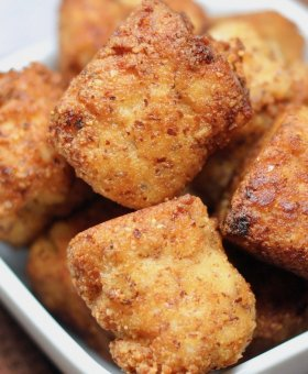 Buffalo Chicken Keto Cauliflower Tots – Crispy and Cheesy (with Video)