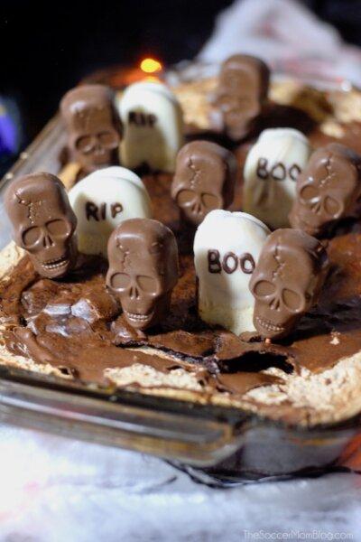 halloween brownies with chocolate skulls