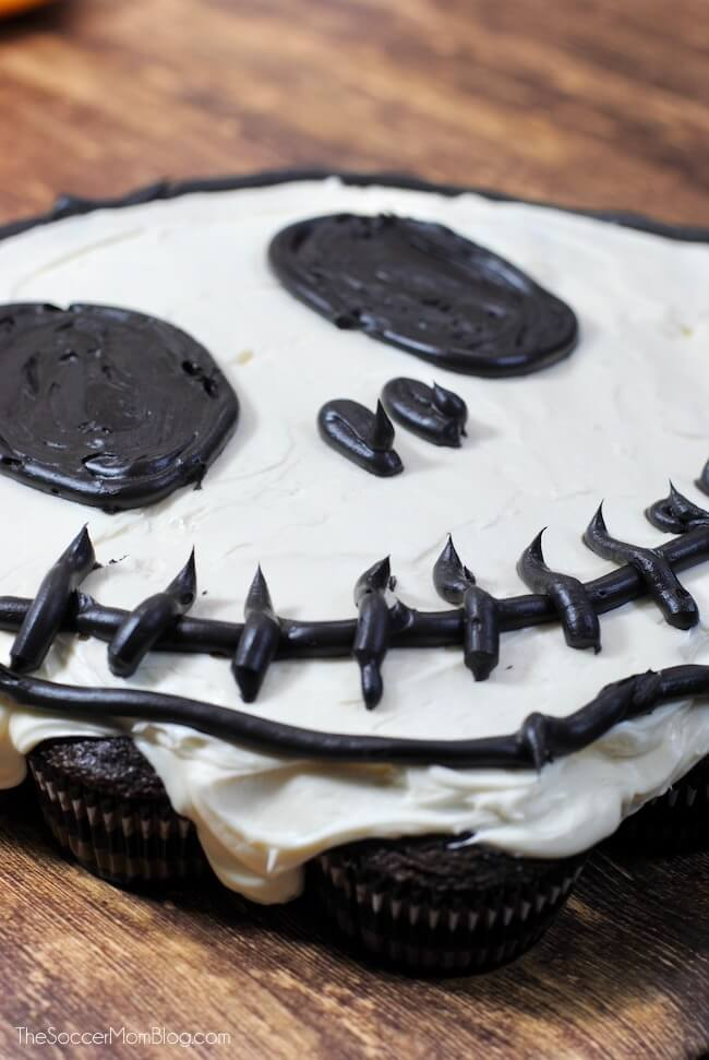 How to make a skeleton Halloween pull apart cupcake cake