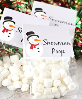 """Snowman Poop"" Christmas Treat Bags (FREE Printable)"