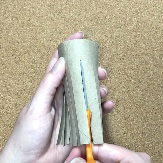 How to make Christmas trees with cardboard tubes
