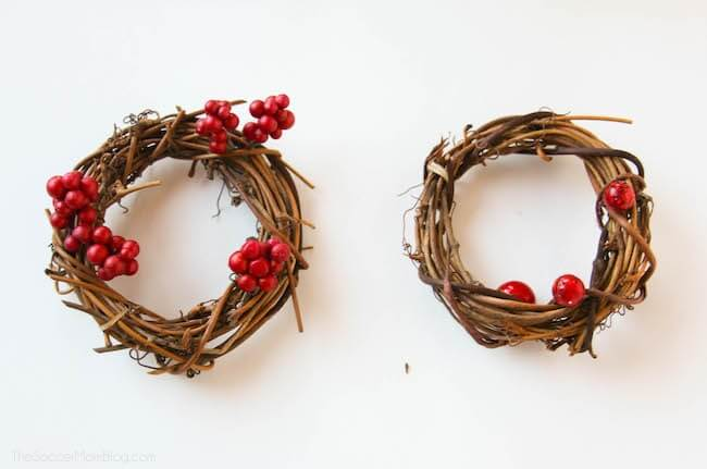 How to make holly berry holiday wreath napkin holders