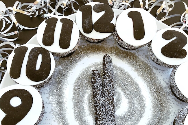 Celebrate the new year with this sweet countdown clock! This New Year's Eve Cupcakes Clock is easy to make and perfect for parties or a night in with the family.