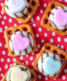 Easy Valentine Pretzel Treats (with VIDEO)