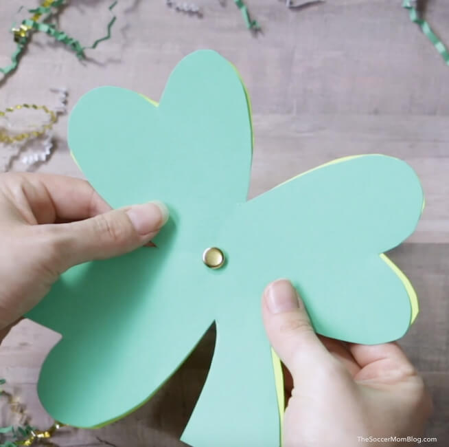 how to make a spinning shamrock photo card