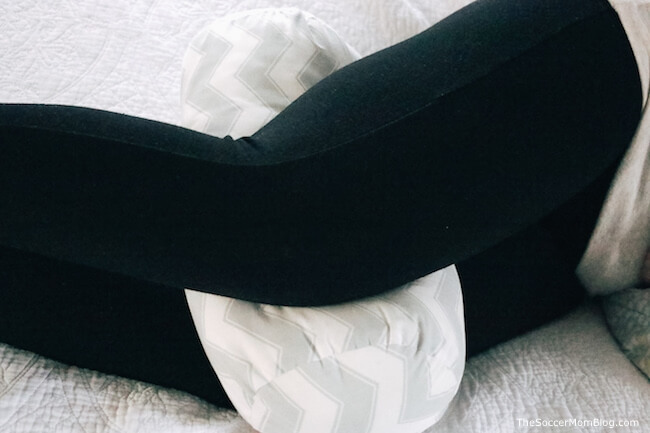 using a pregnancy bolster for better alignment while side sleeping