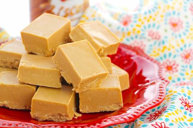 close up of cookie butter fudge on red plate