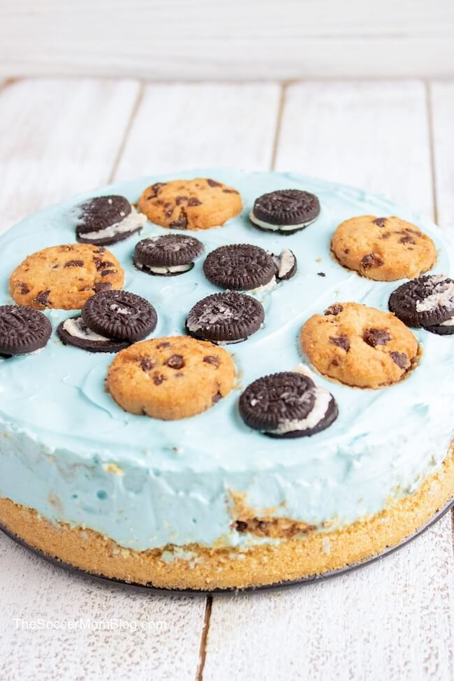 If you're crazy about cookies and cream, then you'll LOVE this No Bake Cookie Monster Cheesecake!
