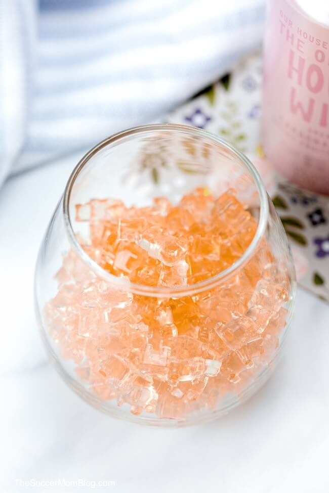 Rosé gummy bears are the sweetest grown-up treat! A super cute way to enjoy your favorite bubbly!