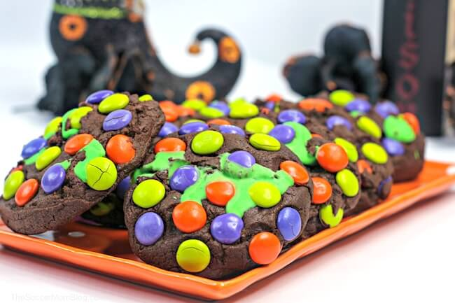 "These magical Hocus Pocus Cookies are filled with a delicious green ""witches brew"" frosting, and oozing with Halloween sweetness!"