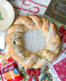 Cheesy Pull Apart Bread Wreath