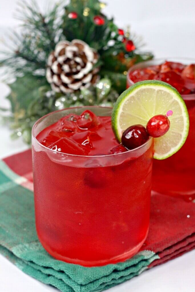 Christmas margaritas with cranberry and lime