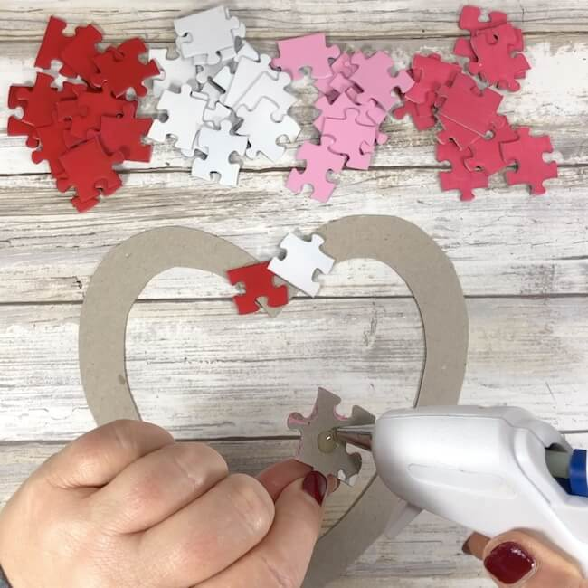 making a puzzle piece heart wreath
